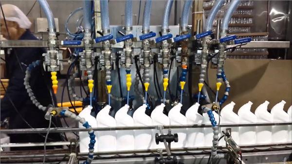 Popoln avtomatski čistilnik stranišč Bleach Linearni stroj za polnjenje