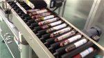 Avtomatski stroj za označevanje klobas s podajalnikom